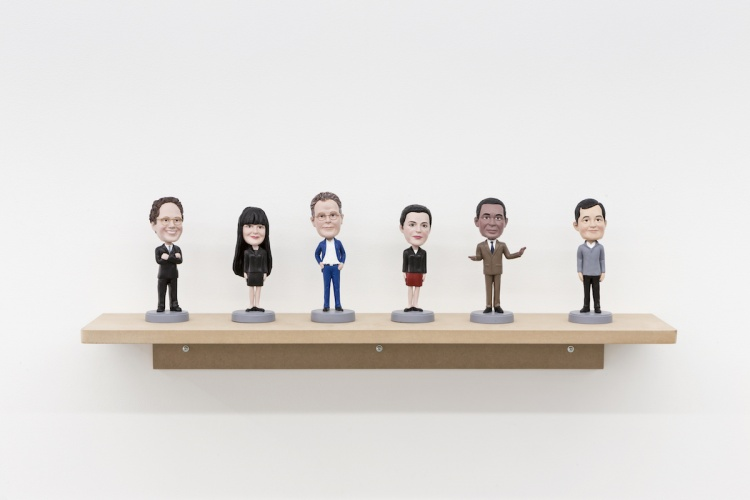 Bill Burns, Bobbleheads, 2014, plastic and stoneware, 12 cm